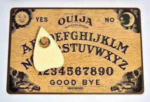 Ouija 300x205 - «Говорящая» доска Уиджа: кто на том конце провода?
