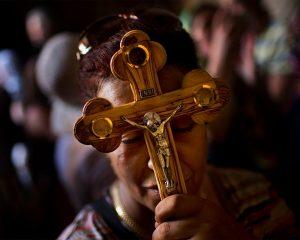 f2cb10b28e221bfb9c66051946453536 300x240 - Красная нить на руке – религиозный символ каббализма